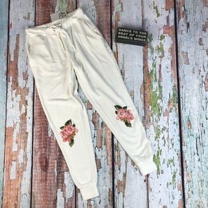 New Chaser Soft Floral Sweater Capri Pants